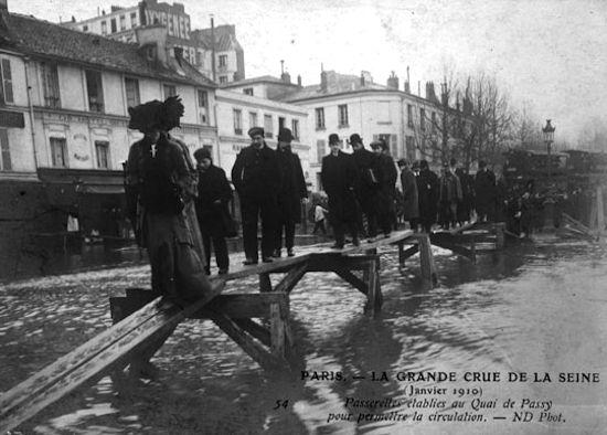Quai de Passy, Paris flood of 1910. Photo: Hulton Archive/Getty Images