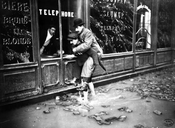 Rue Bonaparte-1910. Photo: BHVP-Roger Viollet-Worlds Graphic Press