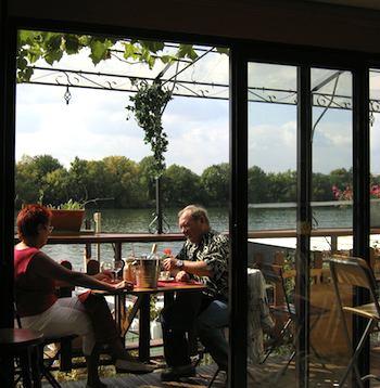 Guinguette Auvergnate Seine side dining. Photo: Annabel Simms