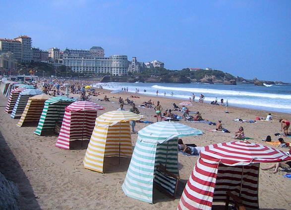 Biarritz beach cabanas. Photo by tourisme64.